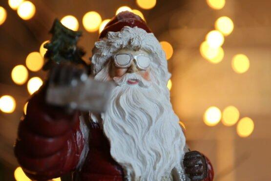 Babbo Natale con occhiali da neve