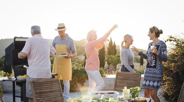 grigliata con amici e parenti secondo la filosofia hygge